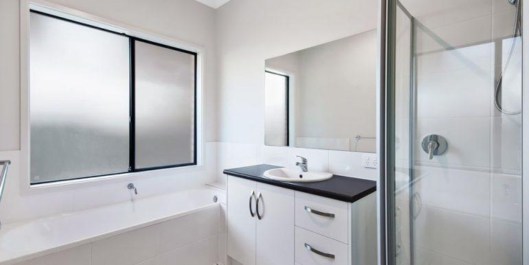 34B Kennion Crescent Para Hills West bathroom