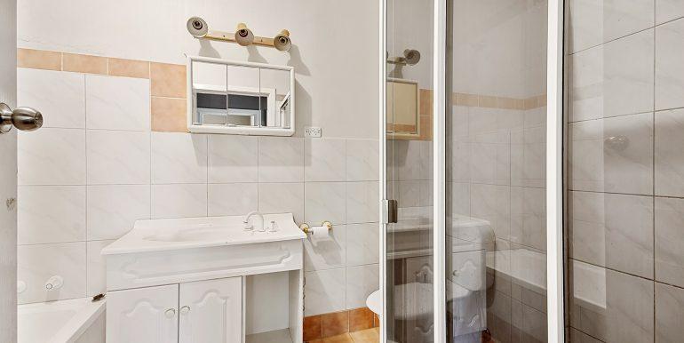 72 Chellaston Road Munno Para West bathroom
