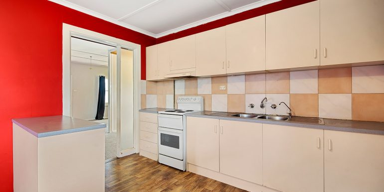 72 Chellaston Road Munno Para West kitchen
