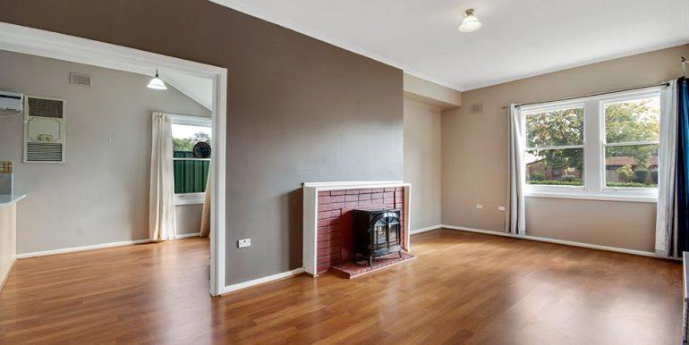 93 Haydown Road Elizabeth Vale lounge